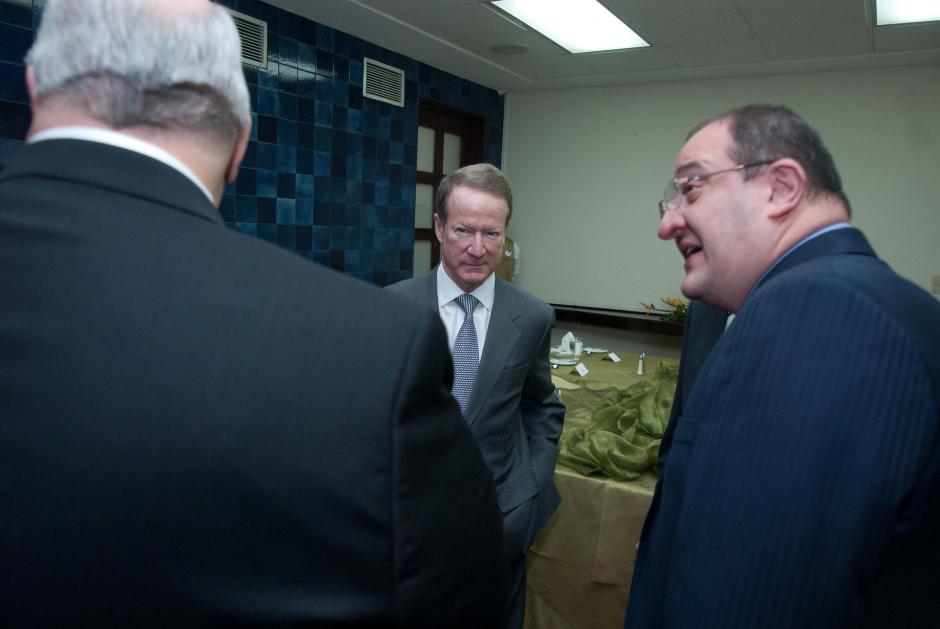 El funcionario fue recibido por el canciller Fernando Carrera y el embajador en Estados Unidos, Julio Ligorria. (Foto: Jesús Alfonso/Soy502)