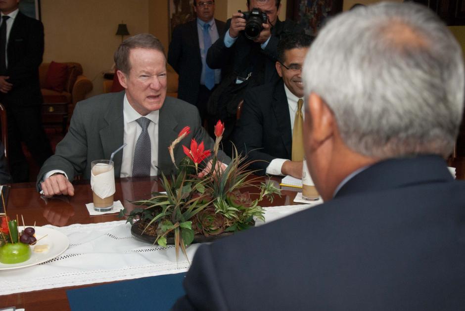 William Brownfield, Sub Secretario de Estado para antinarcoticos y seguridad, se reunió la tarde del lunes con el presidente Otto Pérez Molina. (Foto: Jesús Alfonso/Soy502)
