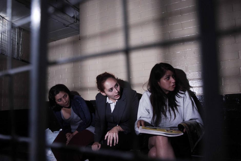Se mostraron contentas y bromeando con sus compañeras de celda en el sótano de Torre de Tribunales. (Foto: Jesús Alfonso/Soy502)