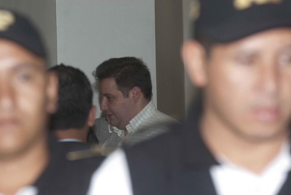 Roberto Barreda fue trasladado desde la Torre de Tribunales hacia el MP, para escuchar la declaración de su hijo, Roberto José. (Foto: Jesús Alfonso/Soy502)