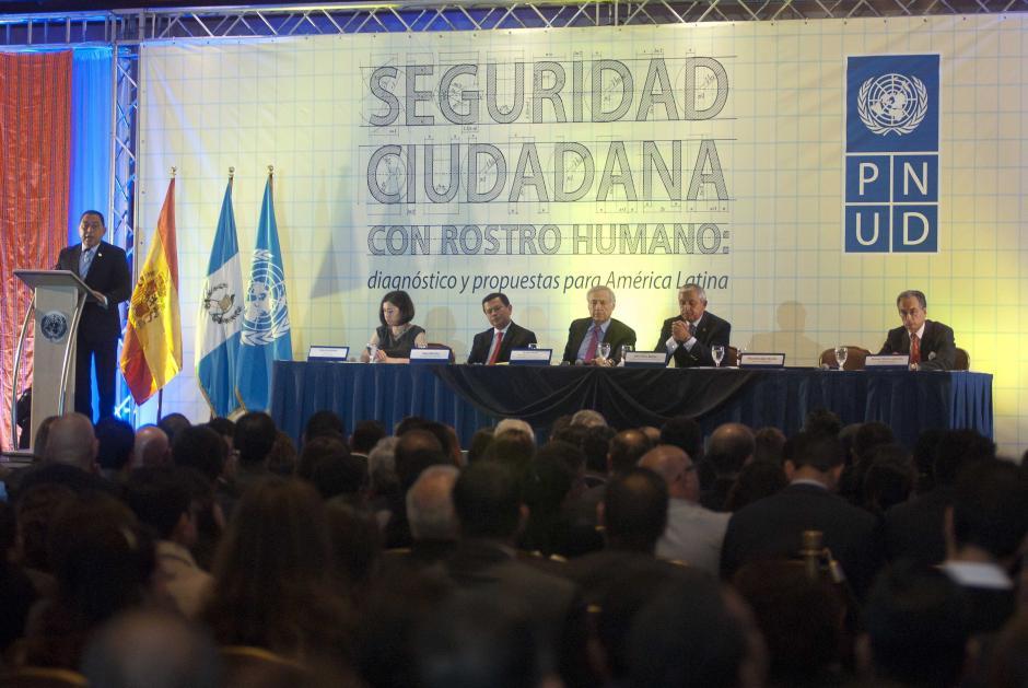 Mauricio López Bonilla, ministro de Gobernación, criticó que los datos del Informe solo llegaran a 2011 pues no contienen los logros de los dos años del actual Gobierno. (Foto: Jesús Alfonso/Soy502)