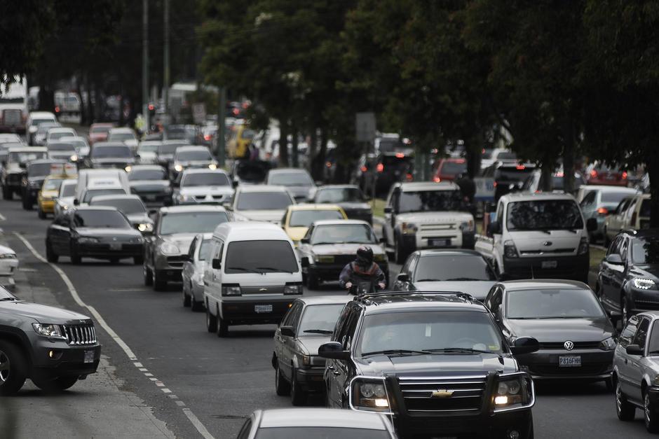 El municipio de Mixco es uno de los más afectados por la gran cantidad de vehículos que circulan por sus calles y avenidas principales. (Foto: Archivo/Soy502)