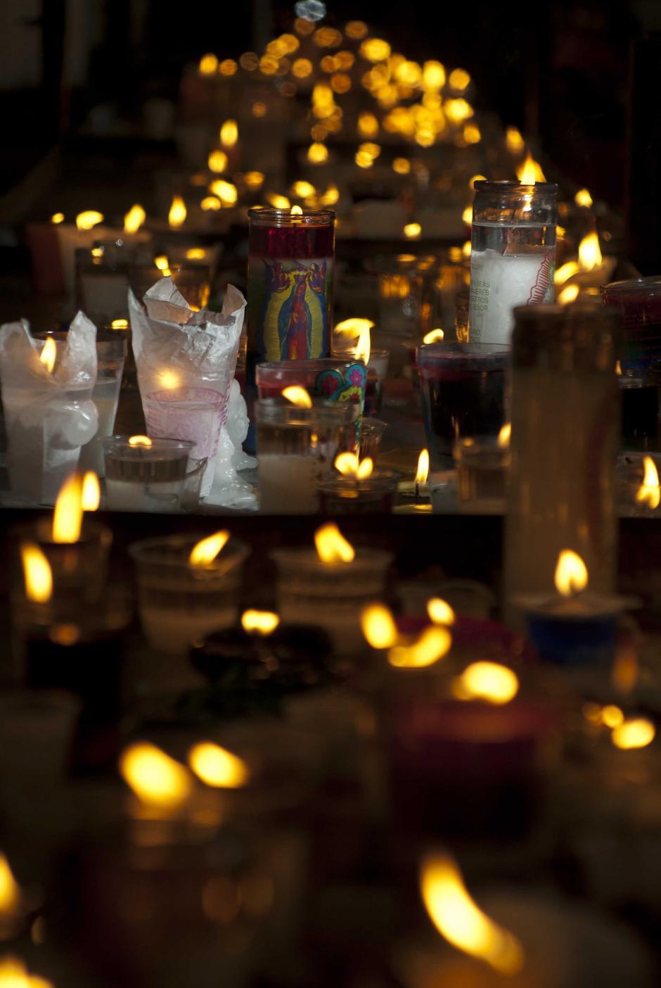 Velas que son ofrecida por los creyentes y que representan la fe en la Virgen de Guadalupe. (Foto: Jesús Alfonso/Soy502)
