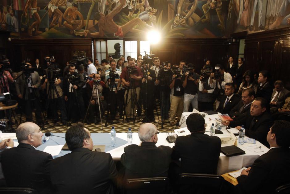 El salón del Pueblo del Congreso tenía en su interior a más periodistas que funcionarios que explicaran la agresión contra la Vicepresidenta. (Foto: Jesús Alfonso/Soy502)