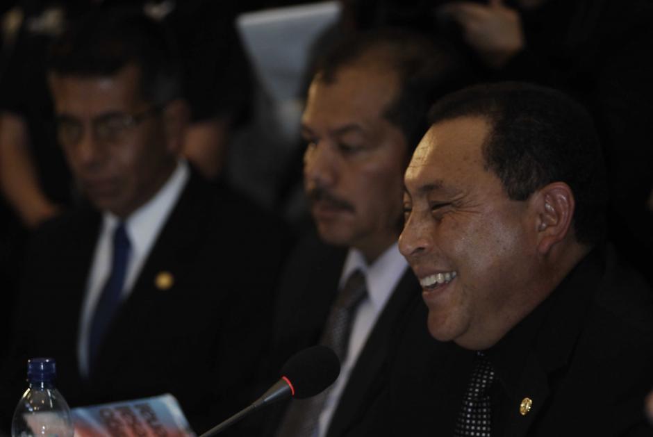 El Ministro del Interior rió en varias ocasiones con el diputado Taracena, con quien pareció tener bastante empatía durante la cita. (Foto: Jesús Alfonso/Soy502)