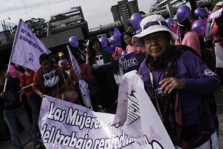 Una marcha que recorrió las principales avenidas del Centro Histórico capitalino fue el marco de la conmemoración del Día Internacional de la Mujer. (Foto: Jesús Alfonso/Soy502)