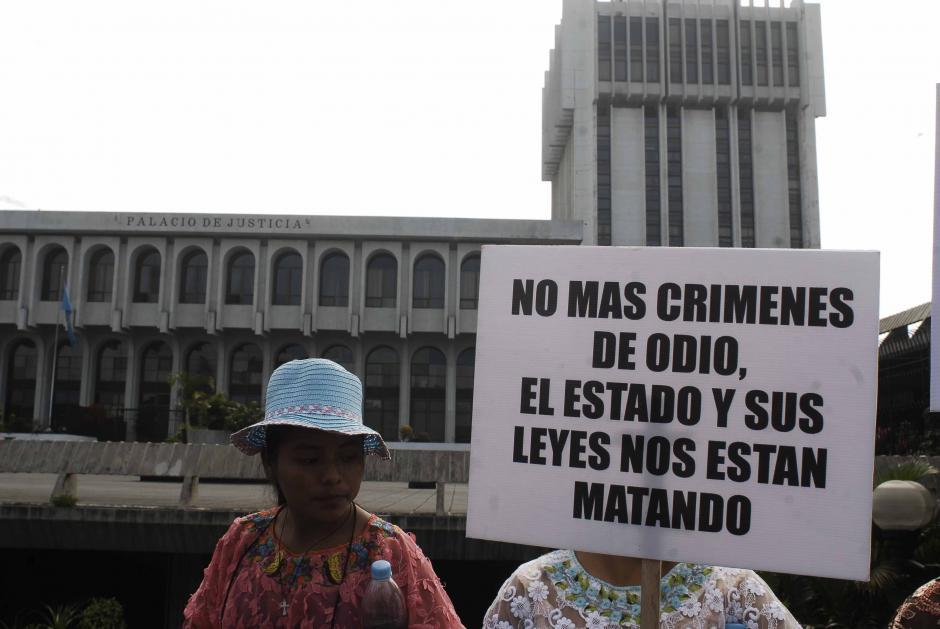 Las mujeres que marcharon pidieron que se les respete integralmente. La ley contra el femicidio y otras formas de violencia contra la mujer fue instituida el 9 de Abril 2008. (Foto: Jesús Alfonso/Soy502)