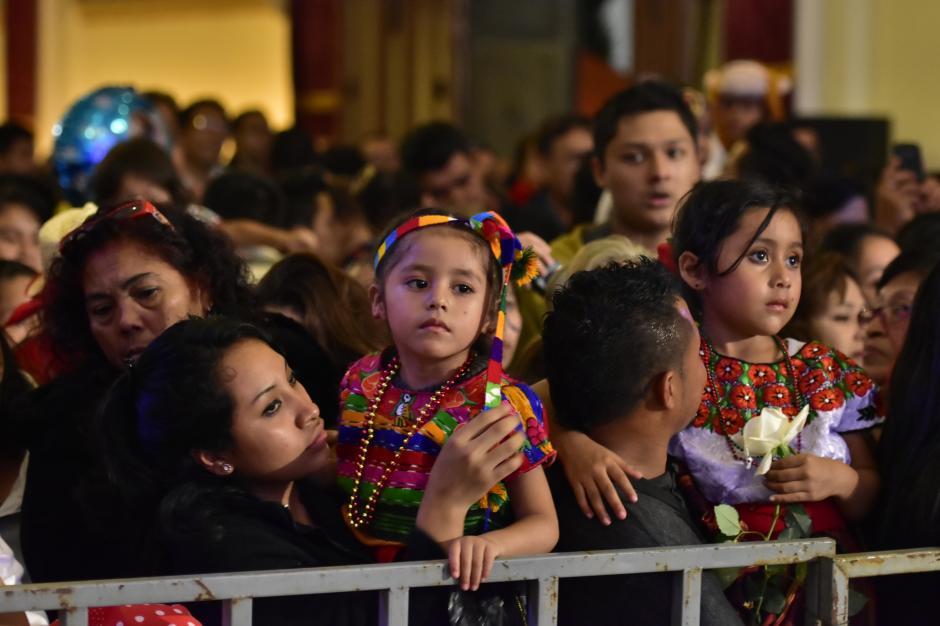 Cientos de fieles llevaron a sus hijos para rendir homenaje a la Virgen de Guadalupe. (Foto: Luis Castillo/Te Cuento)