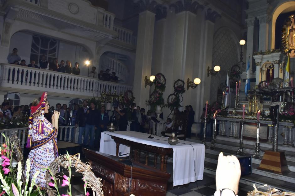 La cantante mexicana Ana Bárbara llegó a la iglesia de la Virgen de Guadalupe en Guatemala, para dedicarle una serenata. (Foto: Luis Castillo/Te Cuento)