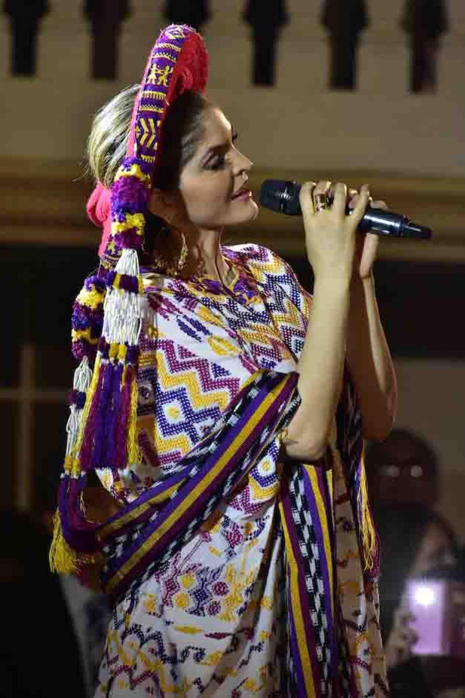 Ana Bárbara vistió un traje típico del altiplano guatemalteco para dedicarle una serenata a la Virgen. (Luis Castillo/Te Cuento)