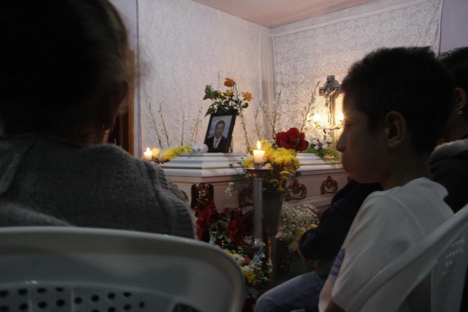 Familiares velaron los restos de don Pablo de Jesús Hernández, la primera víctima del atentado a la camioneta en San José Pinula. (Foto: Fredy Hernández/Soy502)