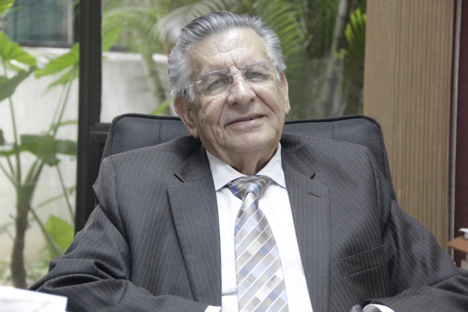 El doctor Raúl Cruz Molina fue el primer médico entrenado en Estados Unidos para efectuar cirugías cardiovasculares en Guatemala. (Foto: Fredy Hernández/Soy502)