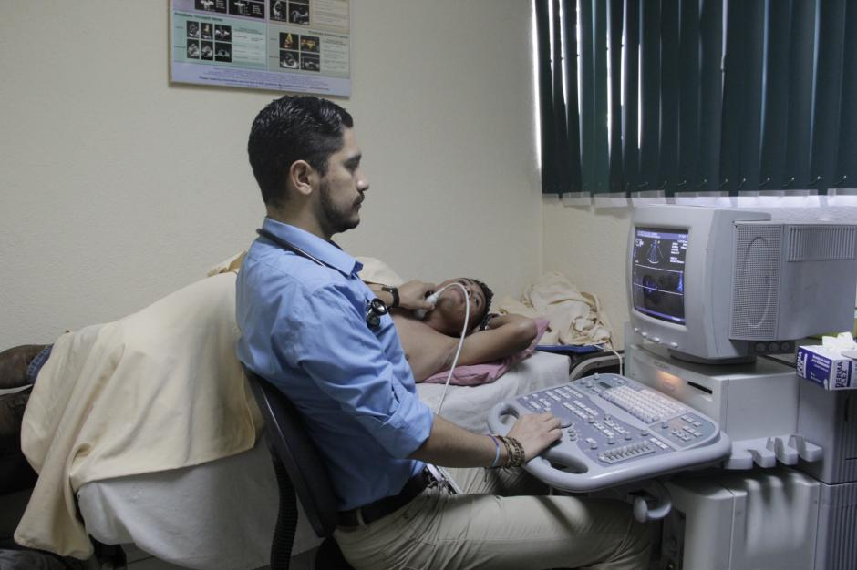 Varios de los especialistas que laboran en Unicar se especializan en Estados Unidos y regresan a Guatemala para trabajar en Unicar. (Foto: Fredy Hernández/Soy502)
