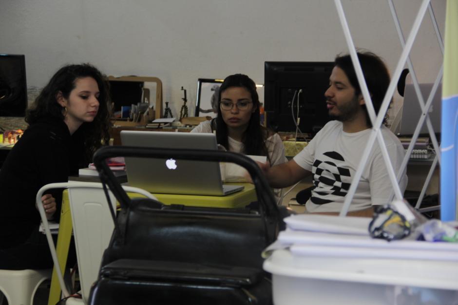 La nueva generación de empresarios nace en los Coworking, como lo demuestran los fundadores de Qüid. (Foto: Fredy Hernández/Soy502)