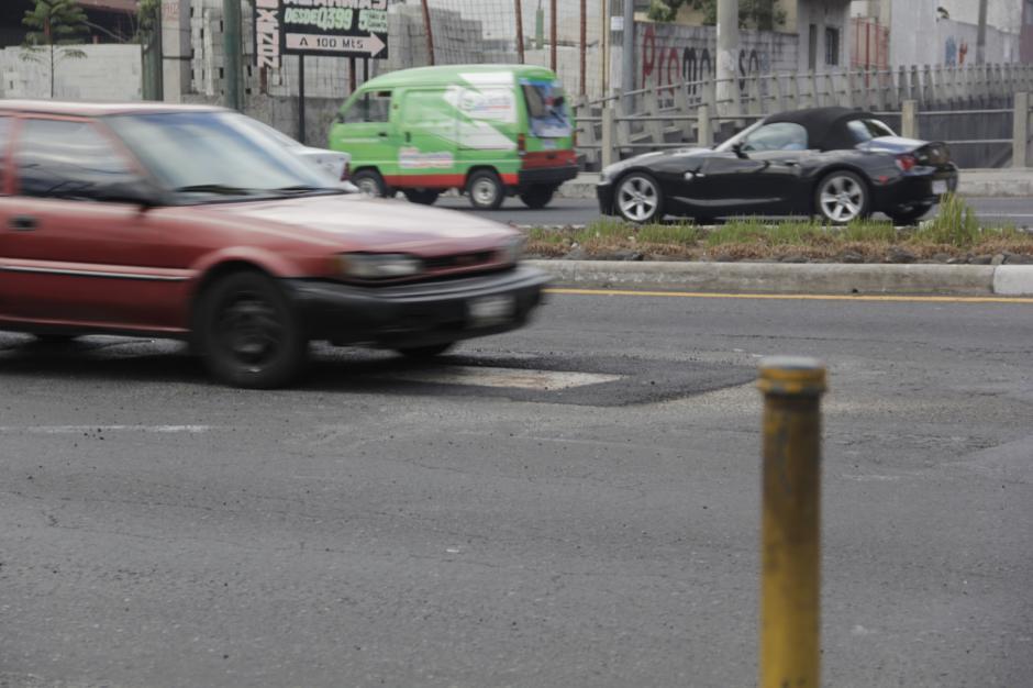 Según personas que se mantienen por el sector, hubo varios accidentes a consecuencia de este bache. (Foto: Fredy Hernández/Soy502)