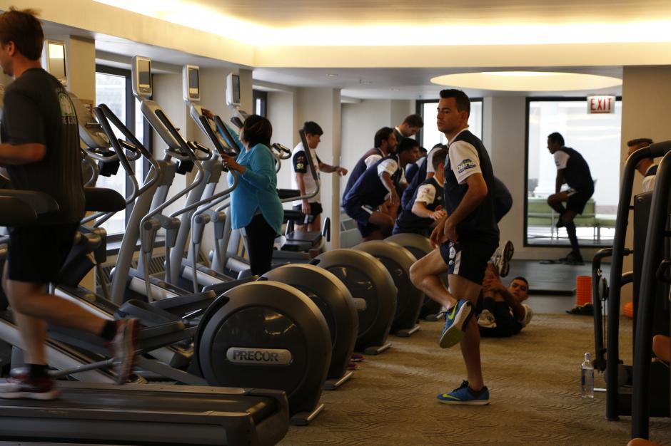 Los seleccionados por Iván Sopegno entrenaron en un gimnasio antes de partir a Arizona para el juego del domingo. (Foto: Gabriel Tiul/EnviadoCDG)
