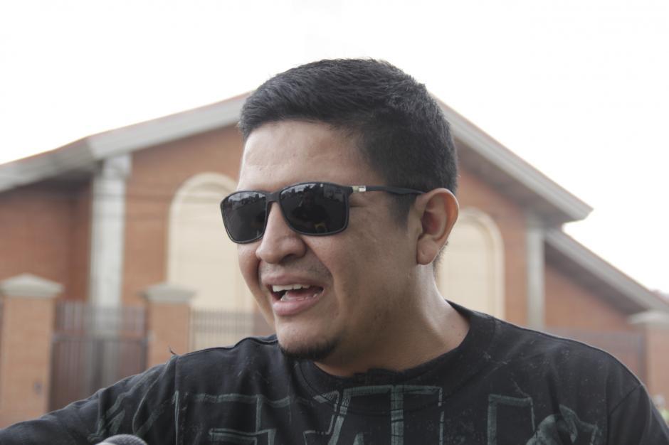 A Eliseo Elías le robaron la primera entrada que había comprado. Su esposa le regaló otro boleto. (Foto: Fredy Hernández/Soy502)