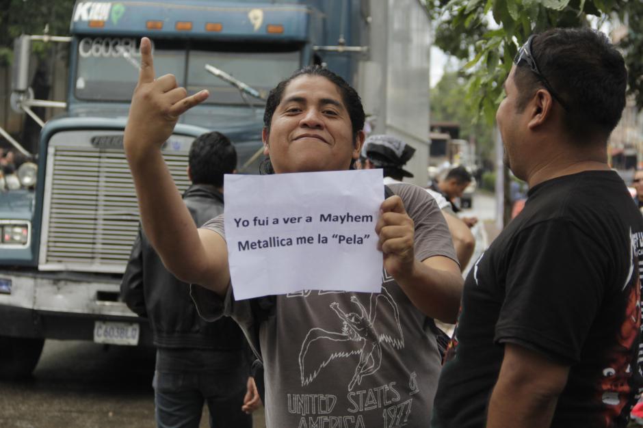 Un seguidor de Mayhem llegó para molestar a los admiradores de Metallica. (Foto: Fredy Hernández/Soy502)