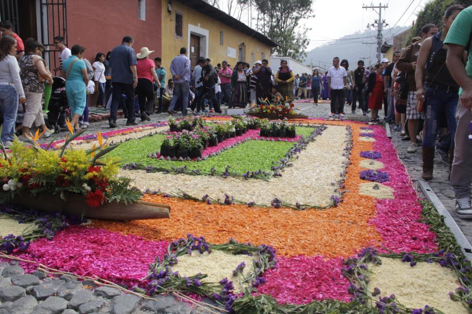 Miles de visitantes llegaron de distintos puntos del país para participar en el recorrido. (Foto: Fredy Hernández/Soy502)