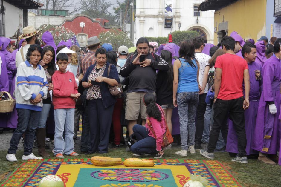 Se estima que unos 15 mil visitantes acuden este domingo previo a la Semana Santa. (Foto: Fredy Hernández/Soy502)
