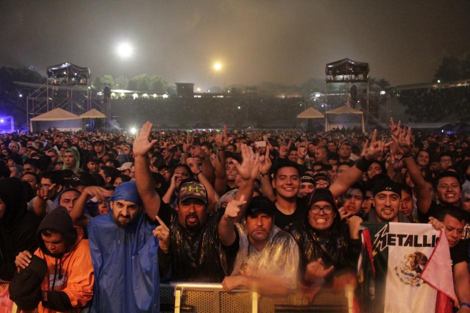 Cerca de unos 20 mil seguidores de Metallica abarrotaron el estadio Cementos Progreso. (Foto: Fredy Hernández/Soy502)