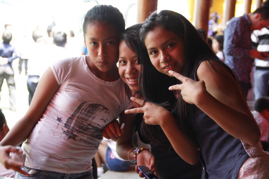Estas niñas disfrutaron de la celebración preparada para ellos en la asociación Los Patojos.(Foto: Fredy Hernández/Soy502)