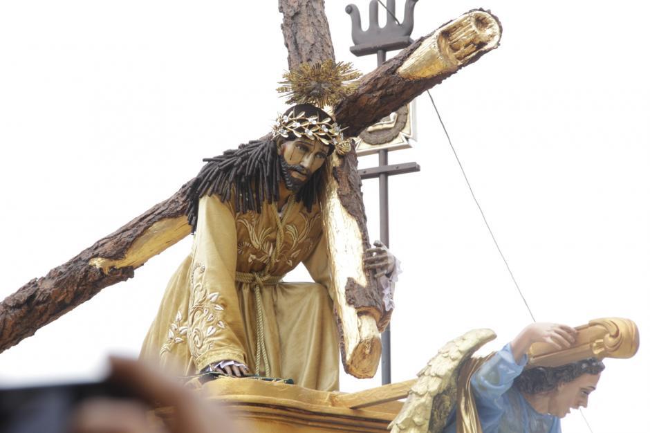 Procesión de Jesús de la Caída de San Bartolomé Becerra recorre las calles de Antigua Guatemala. (Foto: Fredy Hernández/Soy502)