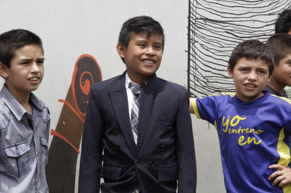 Algunos de los niños se vistieron con elegancia para la ocasión.(Foto: Fredy Hernández/Soy502)