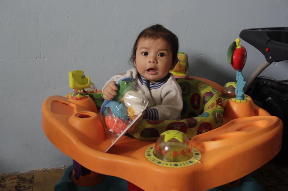 Los más pequeños también recibieron juguetes adecuados a su edad.(Foto: Fredy Hernández/Soy502)