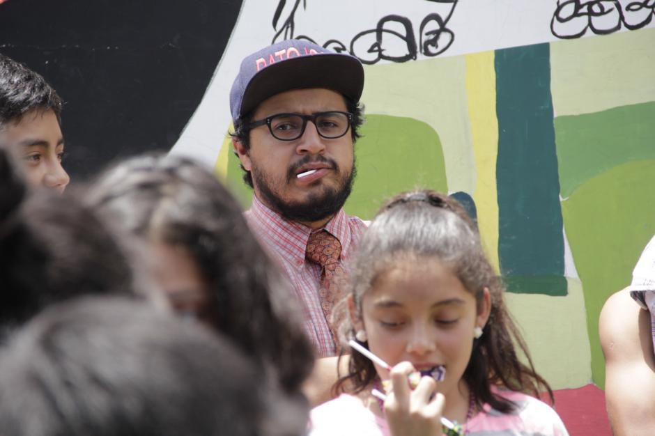 El Patojo Mayor no se podía quedar con las ganas de disfrutar de las golosinas.(Foto: Fredy Hernández/Soy502)