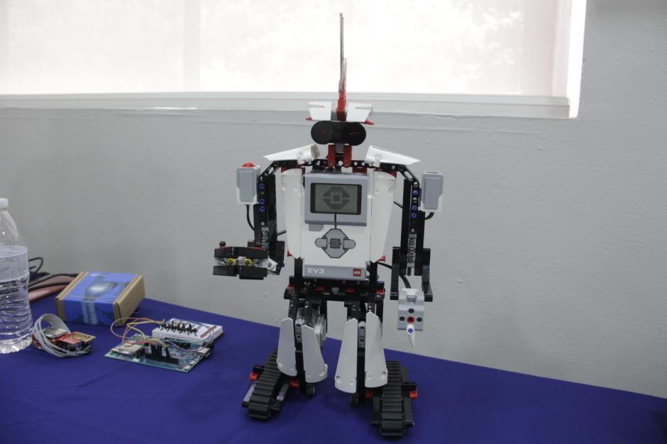 En otro de los módulos se harán hackeos de juguetes educativos. (Foto: Fredy Hernández/Soy502)