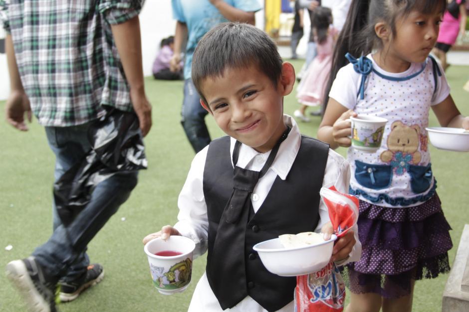 José Manuel sonríe tímidamente antes de ir a almorzar con su amiguitos.(Foto: Fredy Hernández/Soy502)