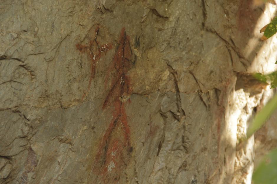 Las pinturas rupestres de San Juan Ermita atraen a los curiosos. (Foto: Fredy Hernández/Soy502)