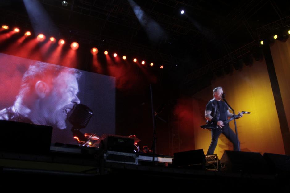 Con la primera canción que interpretaron los estadounidenses, la locura se empezó a elevar. (Foto: Fredy Hernández/Soy502)