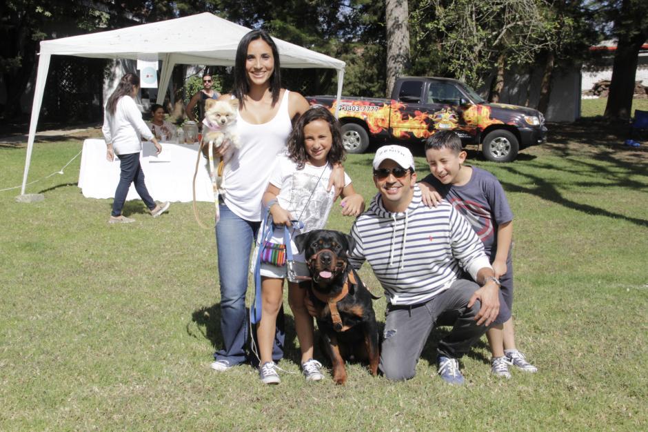 """Las familias disfrutaron del espacio donde los perritos fueron consentidos de principio a fin en el """"Domingueando"""". (Foto: Fredy Hernández/Soy502)"""