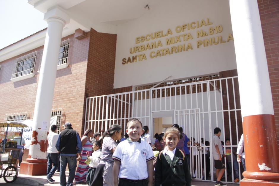 La Escuela 810 de Santa Catarina Pinula abrió sus puertas al nuevo ciclo escolar, mientras que las personas que se refugiaron en ese establecimiento tras la tragedia en El Cambray II, fueron reubicados en otras áreas y otros decidieron rentar una casa o apartamento.(Foto: Fredy Hernández/Soy502)