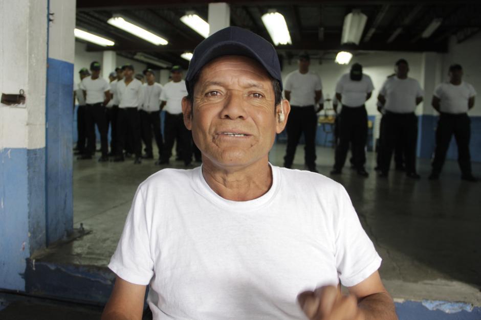 Don Mario César Gálvez ha encontrado una nueva oportunidad para demostrar sus conocimientos adquiridos en la vida. (Foto: Fredy Hernández/Soy502)