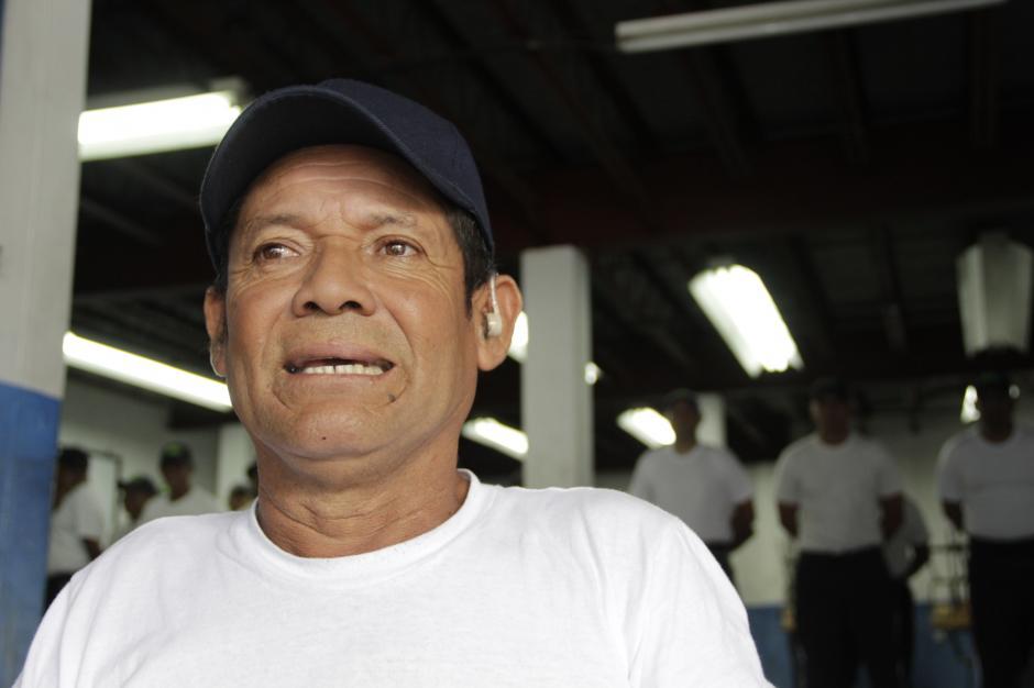 Al finalizar el curso, espera servir con honestidad y amabilidad a los conductores. (Foto: Fredy Hernández/Soy502)