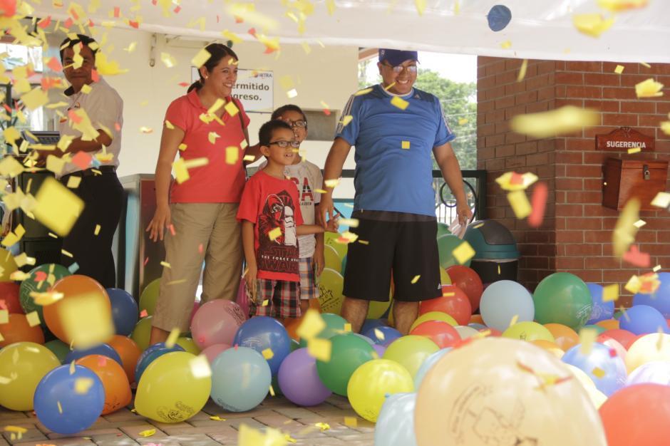 El colorido y las sonrisas eran notorias en los rostros de los distinguidos visitantes. (Foto: Fredy Hernández/Soy502)