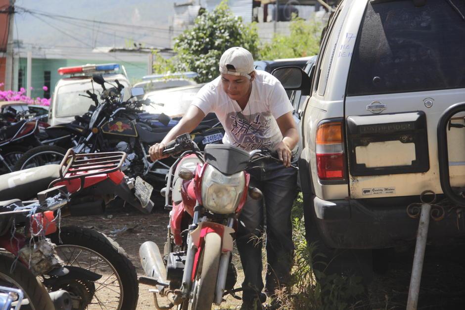 Por tres días, los interesados visitaron el predio de Mixco para seleccionar el vehículo que más les gustaban. (Foto: Fredy Hernández/Soy502)