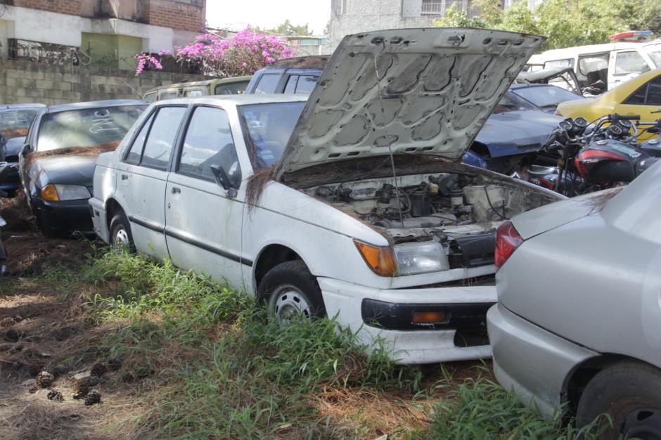 Los vehículos lucen descuidados, pero eso se debe al paso del tiempo. (Foto: Fredy Hernández/Soy502)