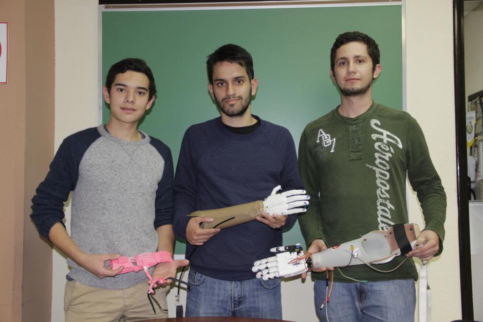 Javier, Mario y Víctor esperan dejar un legado que pueda aportar a la sociedad a través de sus conocimientos en ingeniería.(Foto: Fredy Hernández/Soy502)