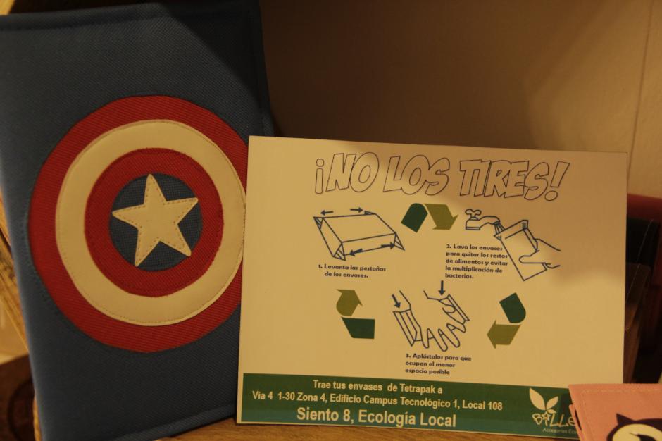 Otra propuesta son los artículos como billeteras hechos de envases tetrapack. (Foto: Fredy Hernández/Soy502)