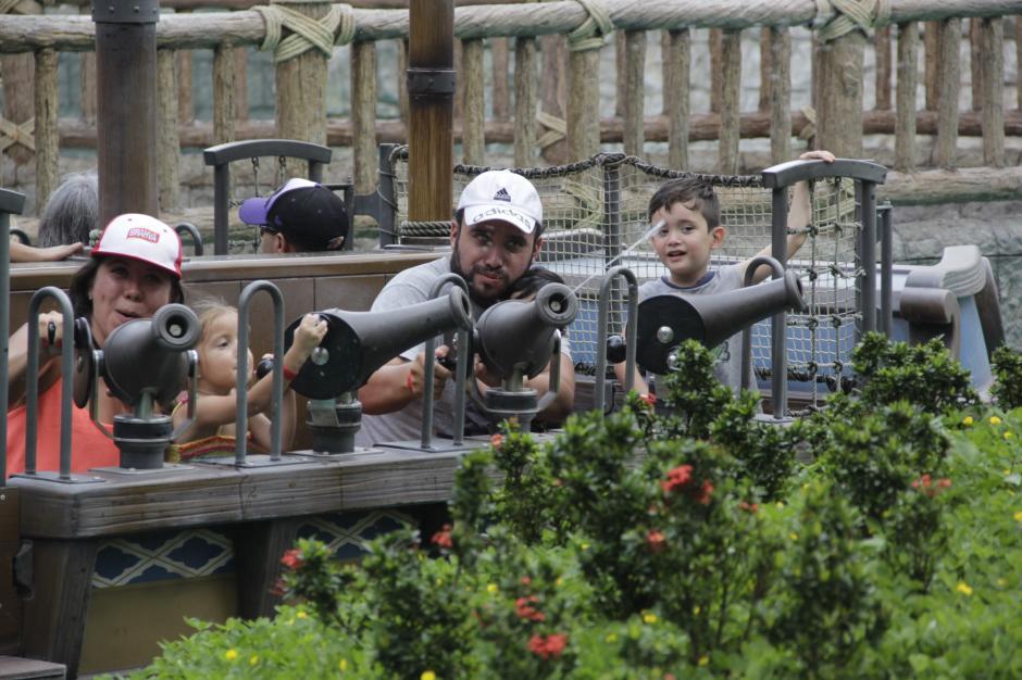 El fin de semana, varias familias llegaron a Xetulul para divertirse. (Foto: Fredy Hernández/Soy502)
