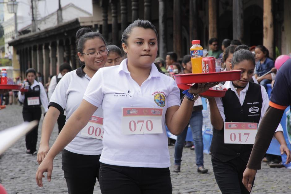 A su paso, las damas demostraron su equilibrio y rapidez. (Foto: Fredy Hernández/Soy502)
