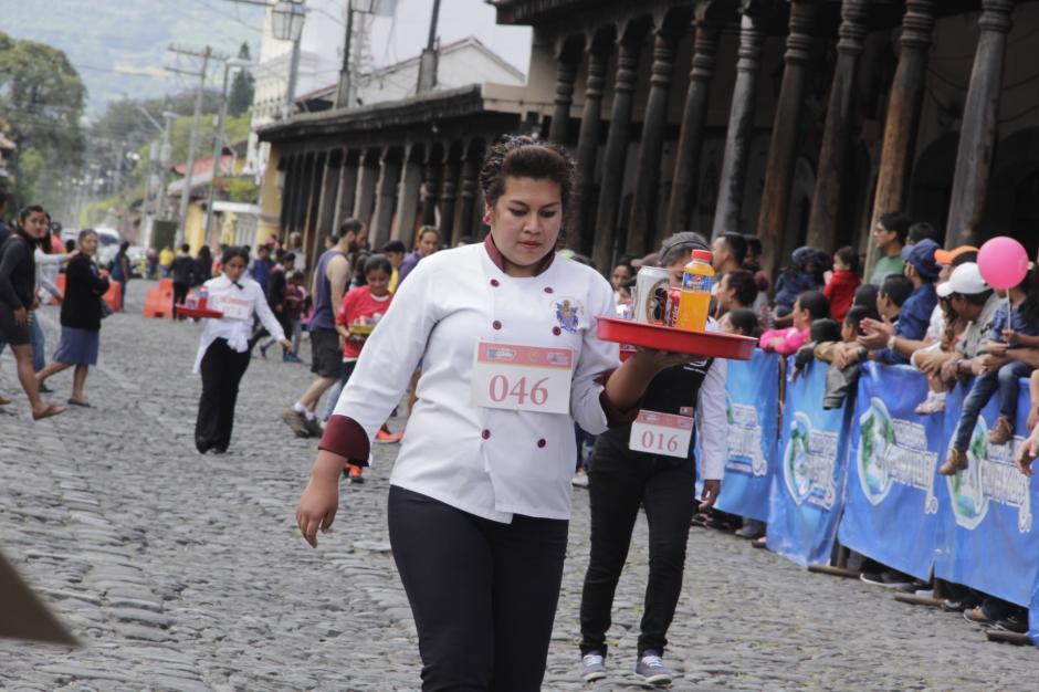 La Carrera de las Charolas reúne a decenas de trabajadores del sector turístico de la Antigua Guatemala. (Foto: Fredy Hernández/Soy502)