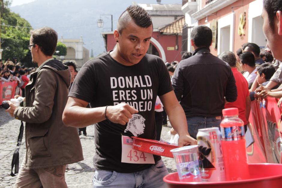 La opiniones políticas no se quedaron fuera de este evento. (Foto: Fredy Hernández/Soy502)