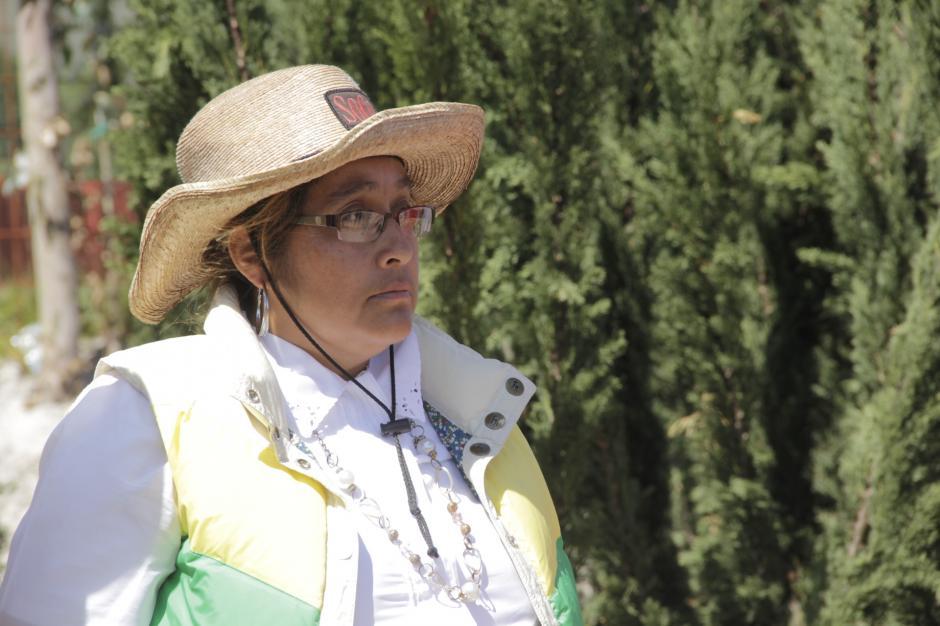 Doña Mirna Pivaral es una de las pioneras en producir pinabetes en maceta. (Foto: Fredy Hernández/Soy502)