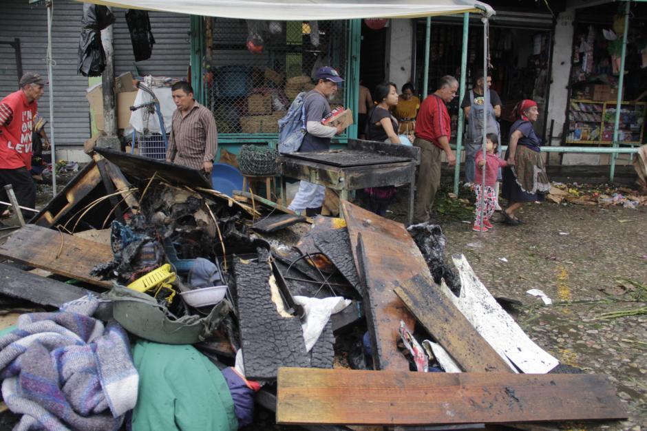 La Municipalidad envió un camión para recoger los escombros. (Foto: Fredy Hernández/Soy502)
