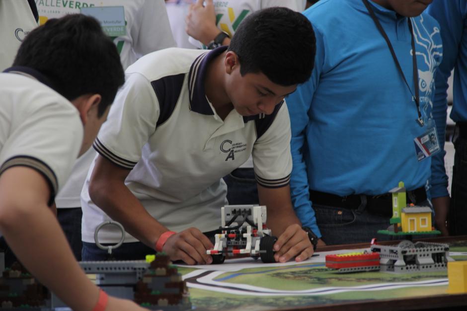 Los estudiantes del Colegio Continental Americano fueron los ganadores de la categoría Junior-High, donde eran exigidos por los jueces que calificaron a cada equipo. (Foto: Fredy Hernández/Soy502)